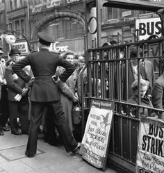 1958: Bus strike. | 31 Gorgeous Photos Of The London Underground In The '50s And '60s