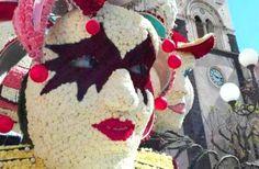 I #carri allegorici di #Acireale sono in preparazione per sfilare nuovamente nel centro storico della città #barocca, ma stavolta in veste #floreale: centinaia di #garofani prenderanno il posto della #cartapesta. #festa #fiori #eventi