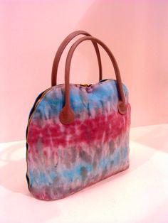 Shibori dye handbag Fashion Displays, Shibori, My Design, Tie Dye, Felting, Diy, Bags, Fashion Design, Style
