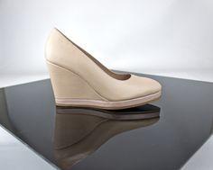 Cuñas a tu gusto y plataforma  en estos zapatos elegidos en pieles beige