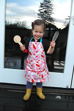 Child-sized apron tutorial!  This little girl is so stinkin' cute! :-))