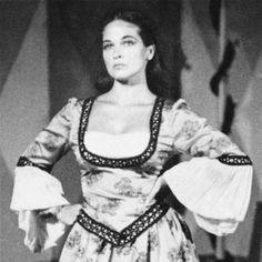 Colleen Dewhurst-Actress Pictured here as Kate in The Taming of the Shrew I remember first seeing her as an older woman playing Marilla Cuthbert in Anne of Green Gables All About Anna, Jonathan Crombie, Pretty People, Beautiful People, Colleen Dewhurst, Vanessa Redgrave, Creative Costumes, Anne Of Green Gables, Celebs