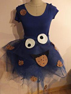 zum schluss verteilt ihr euer gesicht und die kekse auf rock shirt zum befestiigen konnt ihr krumelmonster kostum