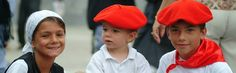 Fête d'Hendaye - enfants en rouge et blanc