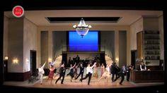 Das Ballhaus  Theaterabend ohne Worte von Steffen Mensching (Spielzeit 2011/12) Das Ballhaus. Über 80 Jahre ist es alt. Musik dringt aus jeder Mauerritze: Charleston Tango Walzer und Foxtrott Rock'n'Roll Rock Disco-Beat und Schlager. Seit Jahrzehnten haben sich Menschen danach gedreht und für einen Moment die Sorgen vergessen. Doch die Wirklichkeit macht nicht Halt vor den Türen des Amüsierbetriebs. Gesellschaftliche Veränderungen bestimmen wie die Menschen sich zueinander verhalten…