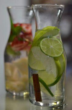 A receitinha de hoje é um drink beeem saudável. Uma espécie de sangria, mas aonde o líquido é apenas água.
