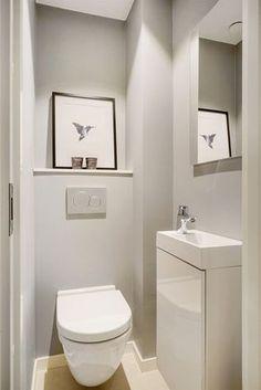 Arreda un piccolo bagno con i mobili giusti e...il gioco è fatto. Anche questo piccolo locale, arredato con gli elementi giusti, fa una bella figura. Vuoi conoscere tutti i trucchi per arredare un bagno di piccole dimensioni? Leggi la guida che trovi sul mio blog! #arredobagno #arredobagnodesign #arredointerni #arredamentointerni #bagno #bathroom #bathroomdesign #salledebain