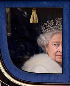 Queen Elizabeth II Marks 65 Years on Britain's Throne. Image: Queen Elizabeth II in 2009 Royal Jewels, Crown Jewels, Isabel Ii, Her Majesty The Queen, Prince Phillip, English Royalty, Royal Life, Queen Of England, British Monarchy