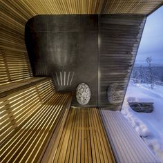 This modern house has a sauna with curved wood seating and relaxing views of the surrounding area. Spa Design, Design Sauna, Sauna House, Sauna Room, Modern Saunas, Sauna A Vapor, Modern Wooden House, Post Modern Architecture, Piscina Interior