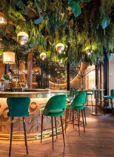 Take your indecisions and see better ideas of decorating your restaurant ! Interior design trends to decor your restaurant! Decoration Restaurant, Deco Restaurant, Hotel Decor, Restaurant Bar Stools, Luxury Restaurant, Restaurant Ideas, Forest Restaurant, Restaurant Kitchen Design, Restaurant Lighting
