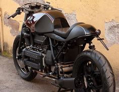 www.med.it index.do?BMW%20K100%20Oxblood%20by%20Cafe%20Twin&key=1422014302&dettagli=medmagazine&sort_on=5&search_for=!X1%20and%20!A001%20and%20!B003 Bmw Cafe Racer, Inazuma Cafe Racer, Custom Cafe Racer, Cafe Racer Motorcycle, 3 Bmw, Bike Bmw, Cafe Bike, Bmw Motorcycles, Vintage Motorcycles