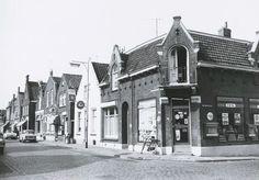 Langenoordstraat 112 de kruidenierswinkel van C. Matthee, 114, en 116