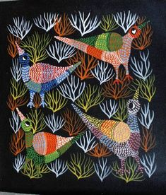 A Gond painting by Kala Bai Shyam. Tribal Art, Geometric Art, Indian Folk Art, Indian Ethnic, Art Deco Wallpaper, Indian Arts And Crafts, Animal Symbolism, Madhubani Art, Doodle Art Journals