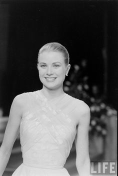Grace Kelly's Departure From Hollywood — Acadamy Awards Ceremony. Date: March 29, 1956. Photographer: Allan Grant.