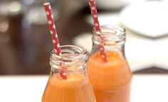 Oranssi smoothie   Hyvävatsa.fi Recipe Details, Fodmap, Mason Jars, Mugs, Tableware, Smoothie, Recipes, Dinnerware, Tumblers