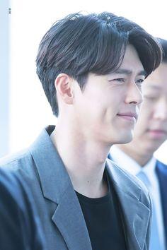 Just an Appreciation Post of Hyun Bin's Dimples That will Make Your Day Hyun Bin, Lee Hyun, Actors Male, Asian Actors, Actors & Actresses, Netflix, Handsome Korean Actors, Han Hyo Joo, Kdrama Actors
