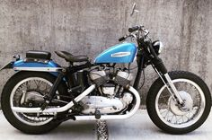 Old School Motorcycles, Indian Motorcycles, Vintage Motorcycles, Cars And Motorcycles, Motorcycle Types, Custom Harleys, Harley Davidson Sportster, Mopeds, Valentino Rossi