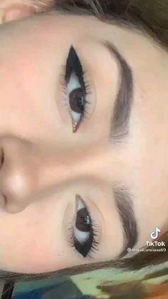 Emo Makeup, Grunge Makeup, Eye Makeup Art, Girls Makeup, Eyeliner Make-up, Makeup Tutorial Eyeliner, Eyeliner Looks, Makeup Looks Tutorial, Makeup Eye Looks