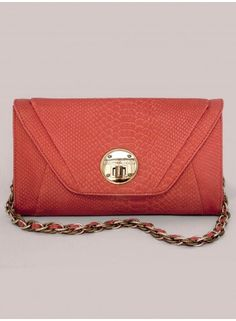 Just loooovvvvveeee the colour and I have a thing for clutches!