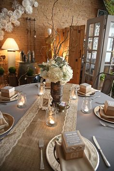 Burlap and lace table runner Wedding Table por HotCocoaDesign