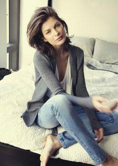 Gray cardi, white tee, light wash denim. Like her hair,too