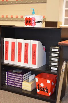 **Super organized, and great classroom management ideas Classroom Organisation, Teacher Organization, Classroom Setup, Teacher Tools, Classroom Design, Kindergarten Classroom, Future Classroom, Classroom Management, Organized Teacher