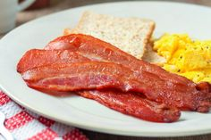 With little prep work and no monitoring required, oven-cooked bacon is a perfect way to avoid bacon messes in the kitchen. Bacon Casserole Recipes, Bacon Recipes, Brunch Recipes, Summer Recipes, Breakfast Recipes, Keto Recipes, Dinner Recipes, Oven Cooked Bacon, Microwave Bacon