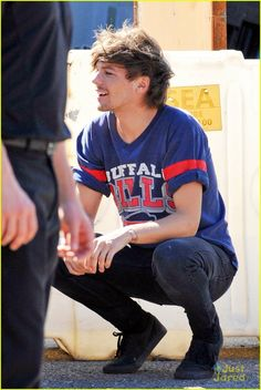 did anybody else just die?<<< I find this picture very attractive<<<<<  OMG HES WEARING A BUFFALO BILLS SHIRT!!!!!!!! YES!!!! LOUIS YOU MY FRIEND ARE AWESOME!!! GO BILLS EVEN THOUGH THEY SUCK!!!