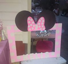 Minnie Mouse Selfie Board