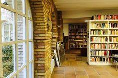 Las bibliotecas de mujeres, libros de autoras... y de autores. En Bilbao hay una, el Centro de Documentación Maite Albiz. En Barcelona está la primera que se abrió en Europa. En París hay una de 30.000 volúmenes desde el siglo XVII en adelante... Itsaso Álvarez   El Correo, 2016-11-08 http://www.elcorreo.com/bizkaia/sociedad/201611/08/bibliotecas-mujeres-libros-autoras-20161107193414.html