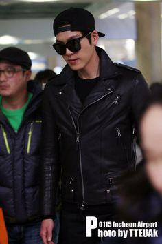 Kim woo bin @ Incheon Airport Back from New Zealand. Kim Woo Bin, Korean Airport Fashion, Korean Fashion, Men's Fashion, Korean Men, Asian Men, Asian Guys, Korean Style, Pretty Men