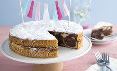 Een luchtige marmer taart met extra chocolade. Heel simpel en heel lekker....