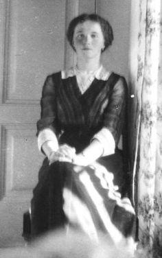 Olga in Tsarskoe Selo, early 1913.