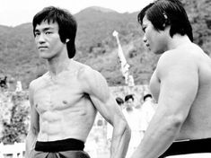 Bruce Lee and Bolo Yeung (Enter the Dragon) Bruce Lee Master, Bruce Lee Chuck Norris, Bruce Lee Photos, Enter The Dragon, Martial Artists, Training Motivation, Jackie Chan, Hollywood Celebrities, Kickboxing