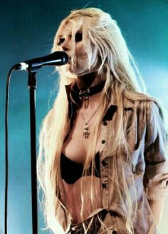 Taylor Michel Momsen is an American actress, musician, and model, who portrayed the character of Jenny Humphrey on the CW television series Gossip Girl and Cindy Lou . Taylor Michel Momsen, Estilo Taylor Momsen, Taylor Momsen Style, Fille Heavy Metal, Chica Heavy Metal, Heavy Metal Girl, Gossip Girl, Jenny Humphrey, Pretty Reckless