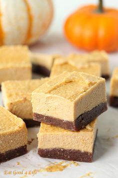 no bake pumpkin cheesecake- gluten free and vegan. Done in just 20 minutes plus freezing. #cleaneating #healthy
