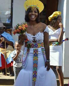 Amina Designs SA sur Instagram: #zulubeadwork #zuluwedding #ndebeleaccessories #zulubride #ndebelepainting #ndebeleart #ndebele #xhosa #xhosawedding… African Print Wedding Dress, African Wedding Attire, African Attire, African Dress, African Weddings, Zulu Traditional Wedding Dresses, Traditional Outfits, Traditional Weddings, Zulu Wedding