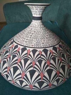 feylesof✓ incir vazo Olive Oil Bottles, Pottery Painting, Zentangle, Graffiti, Interior Decorating, Vase, Artwork, Pattern, Inspiration