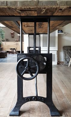 Industrial table, with cast iron machine base More
