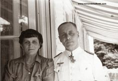 Generalmajor Erwin Rommel (Commander of Panzer-Division) photographed together with his beloved wife, Lucia Maria Mollin, while wearing Weißer Dienstrock (summer white uniforms Erwin Rommel, Military Units, Military History, Afrika Korps, Johannes, Important People, Historical Images, Great Leaders, German Army
