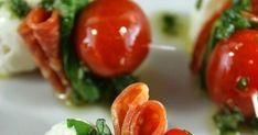 Pepperoni Caprese Bites With a Basil Vinaigrette Finger Food Appetizers, Yummy Appetizers, Appetizer Recipes, Snack Recipes, Snacks, Summer Recipes, My Recipes, Tapas, Brunch