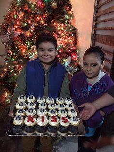 Kiss rock cupcake cake