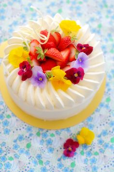 lovely cheerful flower cake