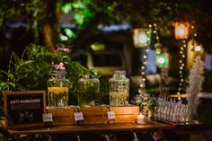Hochzeitsdeko Ideen: Anti-Hangover Wasserbar. Erfrischende Wasserspender mit Zitronen, Minze und Orangenwasser.