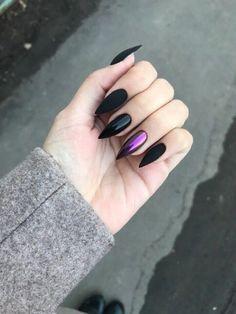 nails rose gold and black / nails rose gold ; nails rose gold and black Ongles Kylie Jenner, Black Manicure, Black Nails, Matte Black, Black And Purple Nails, Red Nail, Red Purple, Red Black, Blue Green