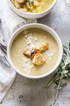 """以下では、旬の春野菜と、普段ポタージュには用いない食材をメイン使ったレシピの数々を紹介します。材料は異なりますが、作り方は上で示した""""ポタージュの基本形""""通りです。  ポタージュは一品だけで、お腹が満足するスープ。 朝食や昼食ならポタージュとパンだけで十分な食事になるはずです。ぜひレシピを参考にして、美味しいポタージュを作ってみましょう。"""
