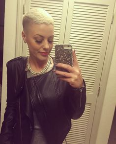 Back in Florida when I got the coolest chick fade eva by my hair bestie @dillahajhair ...(jukie is coming! )