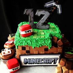 For all you minecraft lovers like me Mind Craft Birthday Party, Boy Birthday Parties, Birthday Ideas, Mindcraft Party, Minecraft Cake, Minecraft Crafts, Minecraft Skins, Occasion Cakes, Edible Art