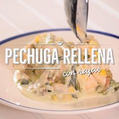 Pechugas de pollo rellenas con rajas de chile poblano Prepare this delight of Mexican cuisine, an easy and quick recipe. Healthy Dinner Recipes, Mexican Food Recipes, Cooking Recipes, Cooking Games, Healthy Food, Tasty Videos, Food Videos, Deli Food, Chicken Recipes