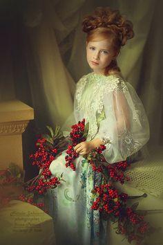 Image du Blog lusile17.centerblog.net Christmas Photography, Winter Photography, Creative Photography, Fine Art Photography, Little Girl Dresses, Flower Girl Dresses, Rembrandt Portrait, Foto Art, Beautiful Children